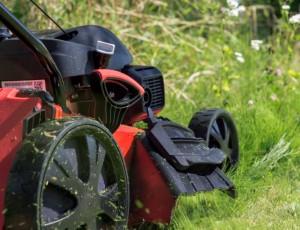 Vyžínač, krovinorez, kosačka či traktor?